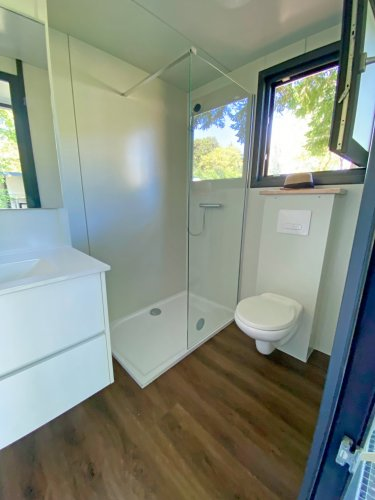Emplacement glamping salle d'eau